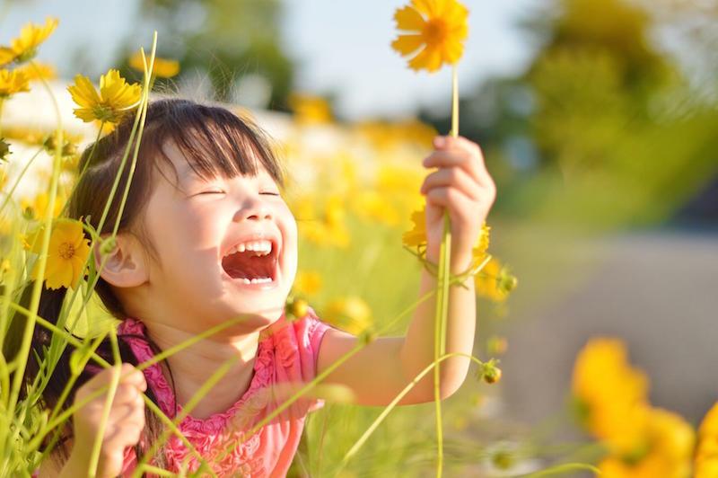 子供の笑顔の写真